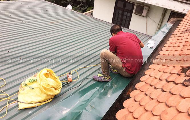 Thi công sửa trần nhà, lắp đặt mái tôn tại Hà Nội