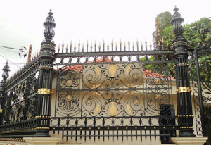 Hàng rào sắt mỹ thuật uốn hoa văn