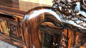 Tủ và bàn ghế từ gỗ cẩm lai